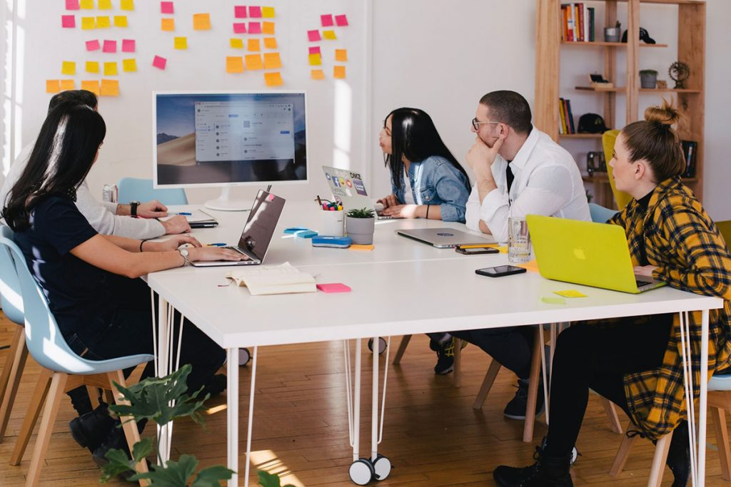 graphic designer work environment